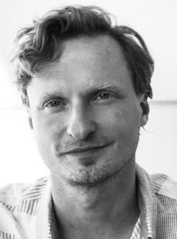 Das Foto zeigt den Hörbuchsprecher <b>Stefan Kaminski</b>. - pe722_b